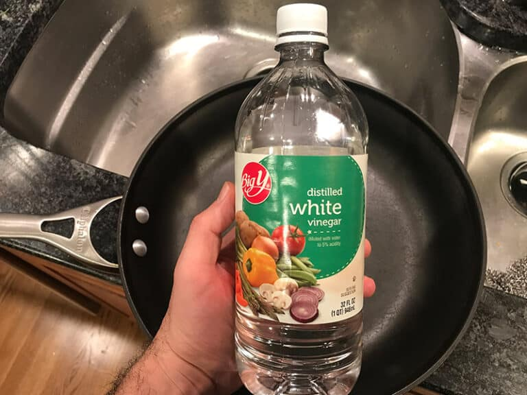 How to Clean Calphalon With White Vinegar