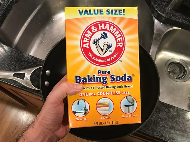 How to Clean Calphalon With baking soda