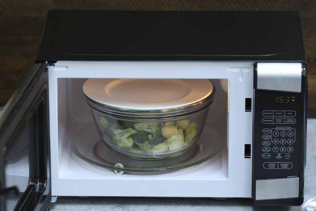 Steam Broccoli In Microwave-step-3