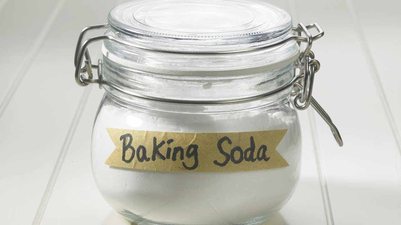 how to clean a dutch oven with boiling baking soda and water