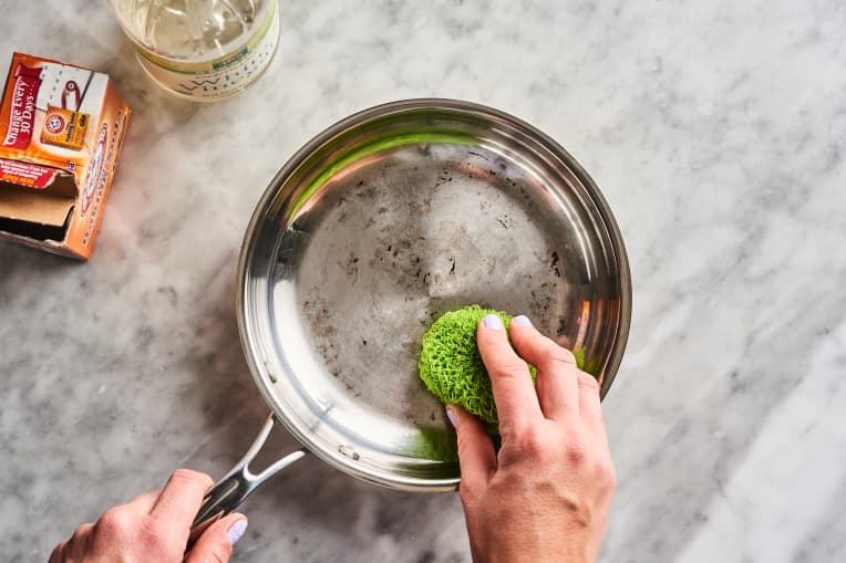 how to clean burnt pan with baking soda
