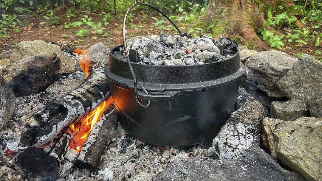 how to use a dutch oven for camping